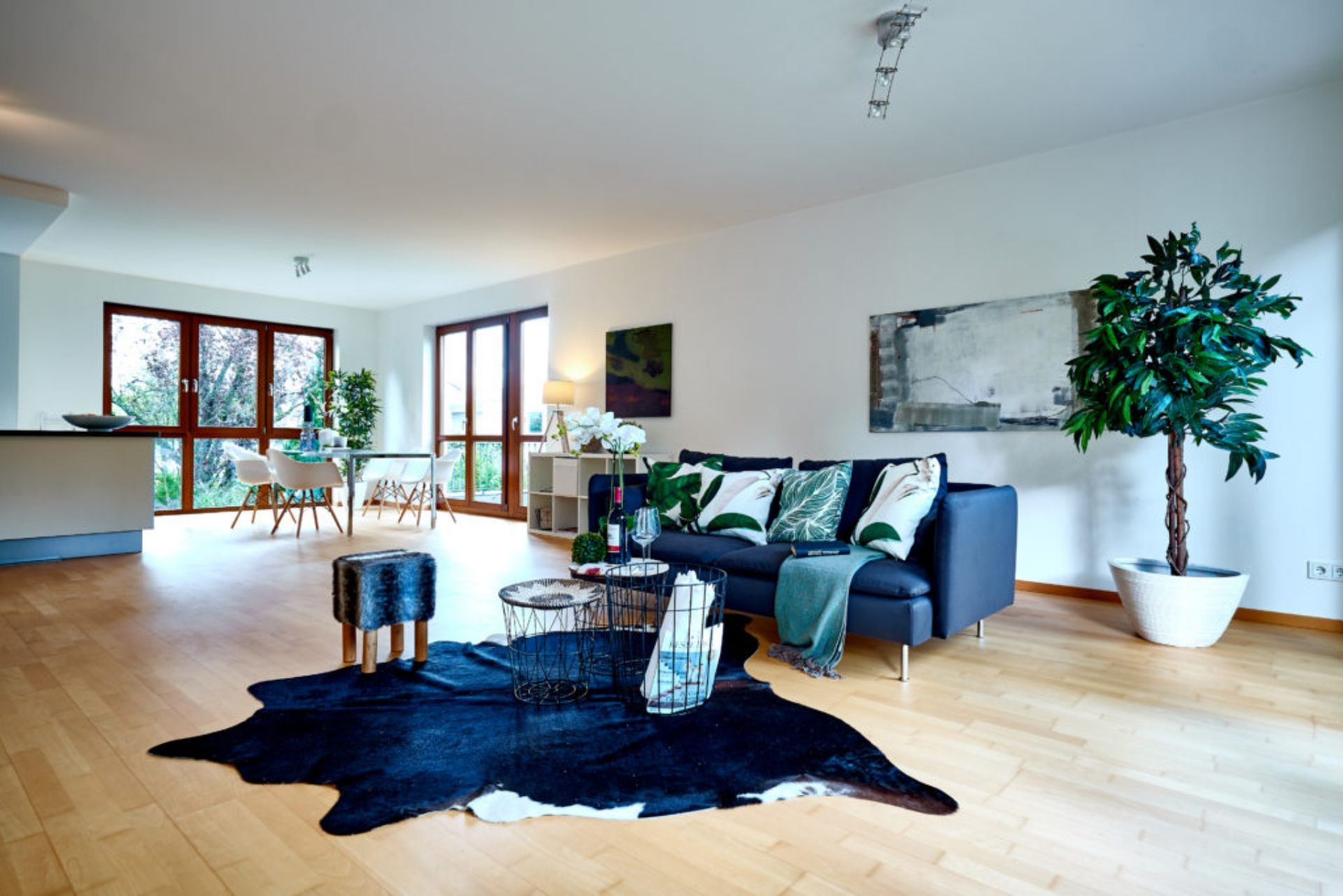 home staging blaue couch