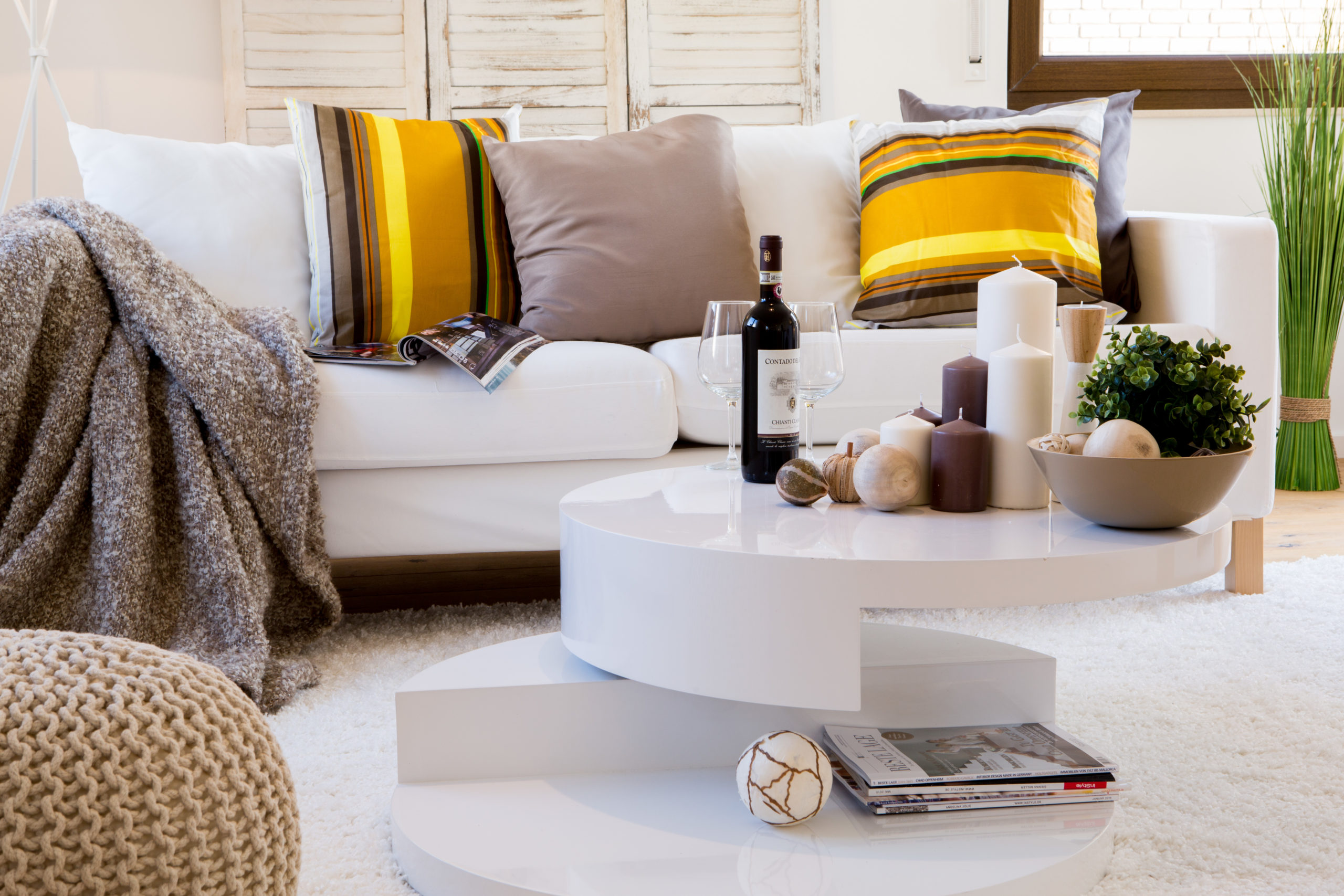home staging weiße couch